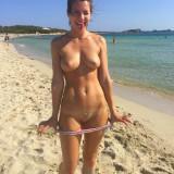 nude-sexy-girl-on-beach-025
